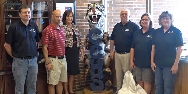 Store Donates Sculpture to Local School