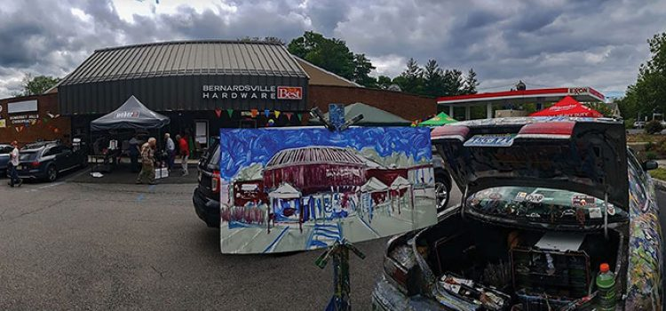 Store Commissions Painting to Commemorate Grand Opening